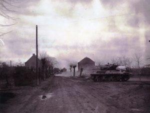 Einzug amerikanischer Panzer in Neuenhausen